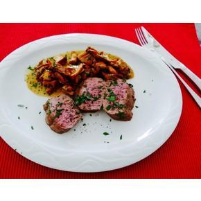 Fleisch /Lammlachs mit Pfifferling-Ragout